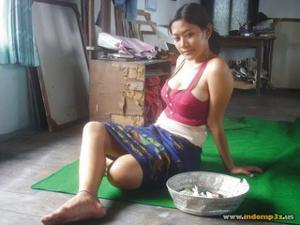 Голая грудь девушки из Индонезии - фото #4