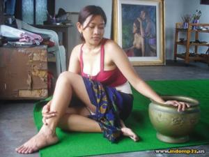 Голая грудь девушки из Индонезии - фото #5