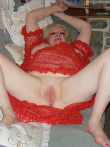 Пожилая Лидия распахнула халат - фото #16