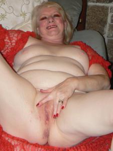 Пожилая Лидия распахнула халат - фото #18