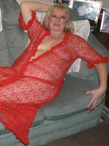 Пожилая Лидия распахнула халат - фото #2