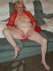 Пожилая Лидия распахнула халат - фото #30