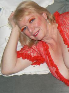 Пожилая Лидия распахнула халат - фото #6