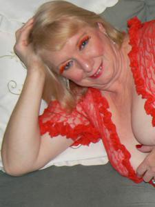 Пожилая Лидия распахнула халат - фото #7