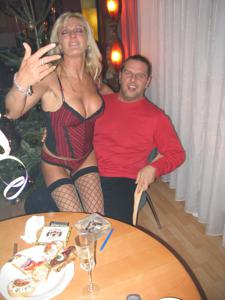 Бисексуальные милфы и муж одной из них - фото #19