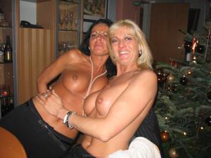 Бисексуальные милфы и муж одной из них - фото #25