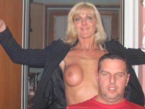 Бисексуальные милфы и муж одной из них - фото #38