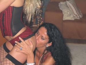 Бисексуальные милфы и муж одной из них - фото #42