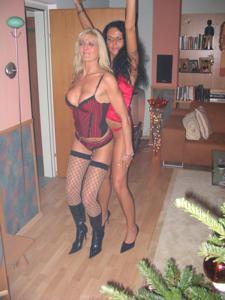 Бисексуальные милфы и муж одной из них - фото #7