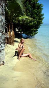 Две подруги так и не нашли с кем поебаться в отпуске - фото #46