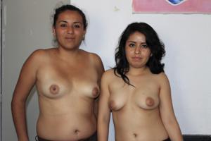 Две мексиканки топлесс