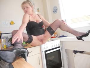 Зрелая Эрика пытается возбудить мужа позированием - фото #2