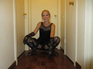 Белокурая Катрина в сексуальном наряде - фото #1