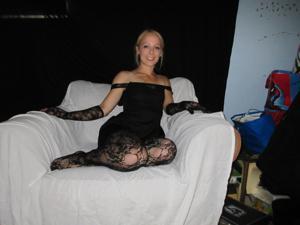 Белокурая Катрина в сексуальном наряде - фото #12