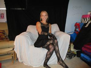 Белокурая Катрина в сексуальном наряде - фото #3