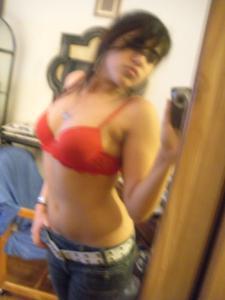 В бюстгалтере ее грудь выглядит солиднее - фото #10