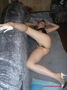 Русская девушка в просвечивающем нижнем белье