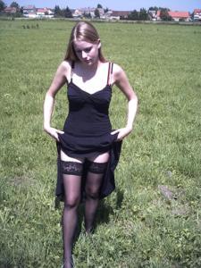 Блондинка в красном нижнем белье и не только - фото #32