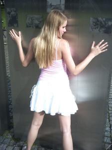 Блондинка в красном нижнем белье и не только - фото #38