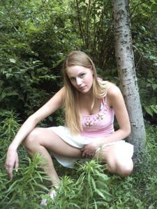 Блондинка в красном нижнем белье и не только - фото #47