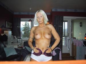 Зрелая фитоняшка из Норвегии не может остановиться - фото #12