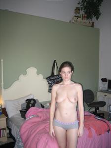 Мечтает найти доминантного самца - фото #4