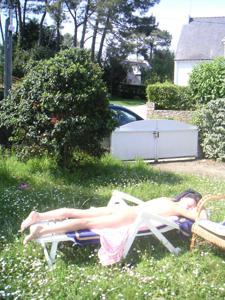 Худая француженка в разном белье и без оного - фото #30