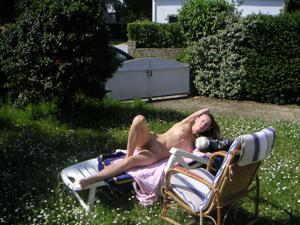 Худая француженка в разном белье и без оного - фото #32