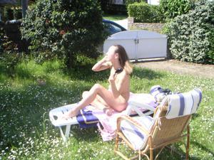 Худая француженка в разном белье и без оного - фото #35