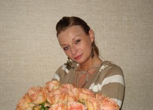 Хорошая грудь приятной блондинки - фото #2