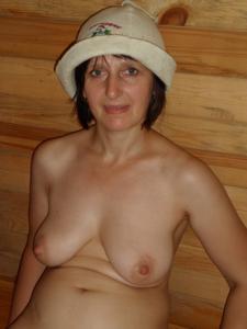 Зрелая жена в баньке и не в баньке