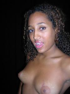 Красивой негритянке сперма попала в нос - фото #12
