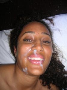Красивой негритянке сперма попала в нос - фото #8