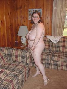 Жирная тетка показала сиськи и пузо - фото #20