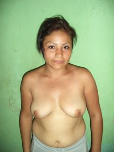 Зрелая дама оголила натуральный торс - фото #7