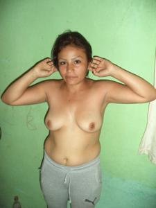 Зрелая дама оголила натуральный торс - фото #9