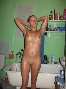 Разделась в поле, а дома приняла душ - фото #17