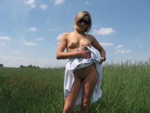 Разделась в поле, а дома приняла душ - фото #7
