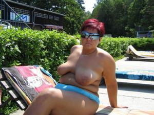 Зрелые женщины загорают голыми - фото #14