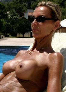 Зрелые женщины загорают голыми - фото #5