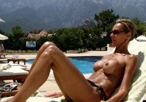 Зрелые женщины загорают голыми - фото #6