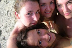 Четыре подружки на пляже - фото #3