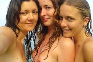 Четыре подружки на пляже - фото #6