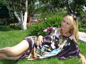 Миниатюрная женщина любит хардкор - фото #1
