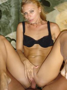 Миниатюрная женщина любит хардкор - фото #17