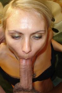 Миниатюрная женщина любит хардкор - фото #3