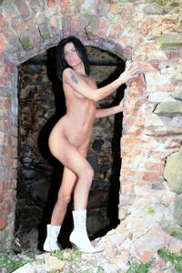 Красивая худая сучка возбуждает - фото #11