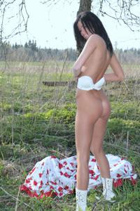 Красивая худая сучка возбуждает - фото #14