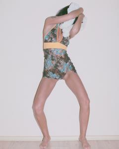 Красивая худая сучка возбуждает - фото #24