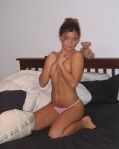 Милая телочка с хорошей грудью - фото #12